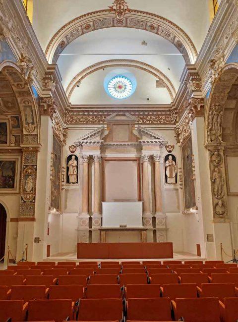 interno della chiesa di san filippo neri di fermo