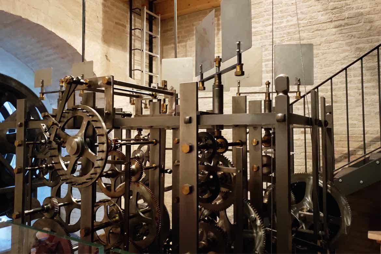 meccanismo dell'orologio della torre civica di macerata